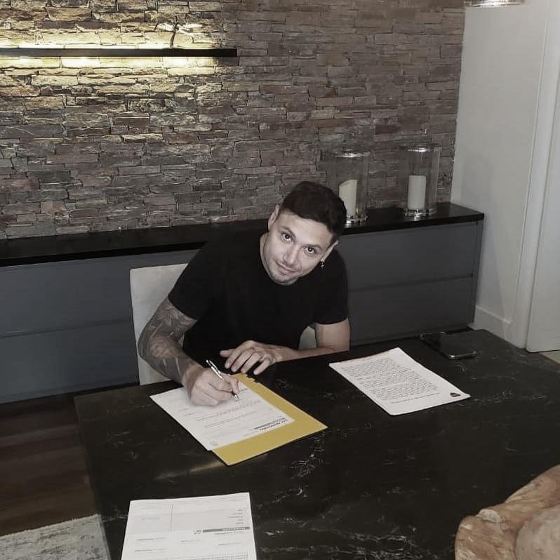 Zárate firmó su nuevo contrato con Boca