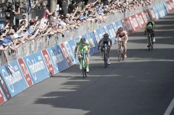 Giro d'Italia, decima tappa: Boem sfreccia a Forlì, sorpreso il gruppo. Porte in ritardo