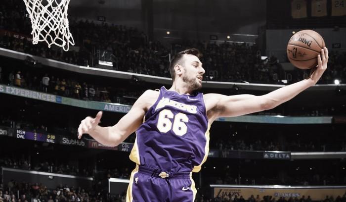 Los Lakers cortan a Bogut