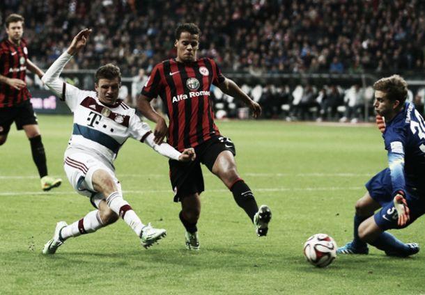 Bayern destroça Frankfurt com «hat-trick» de Muller