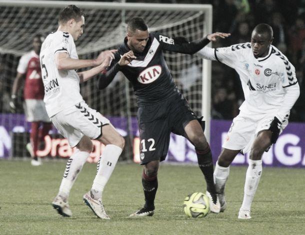 Bordeaux tropeça no Stade de Reims e se complica na briga por vaga na Europa League