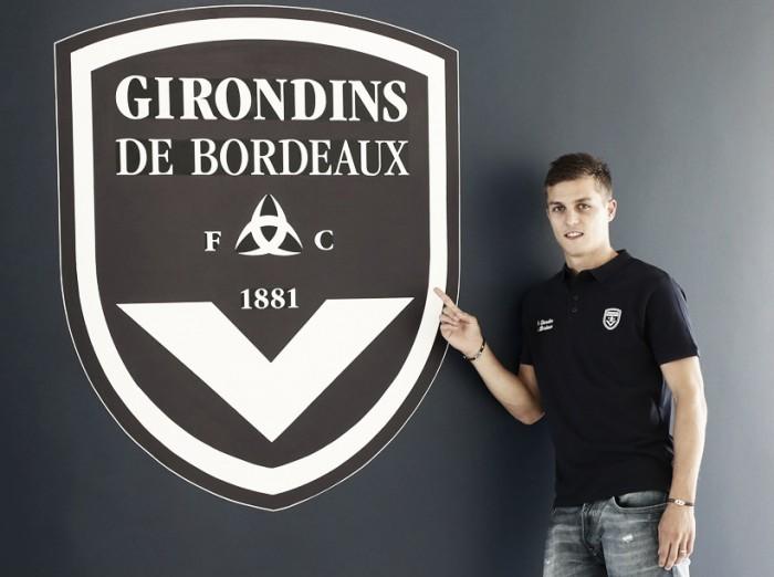 Reforçando setor ofensivo, Bordeaux oficializa chegadas de Matheus Pereira e De Préville