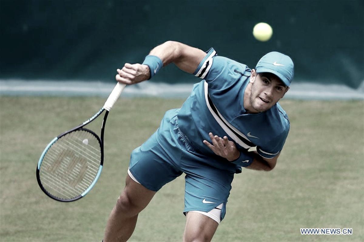 Coric saca de la cima a Federer