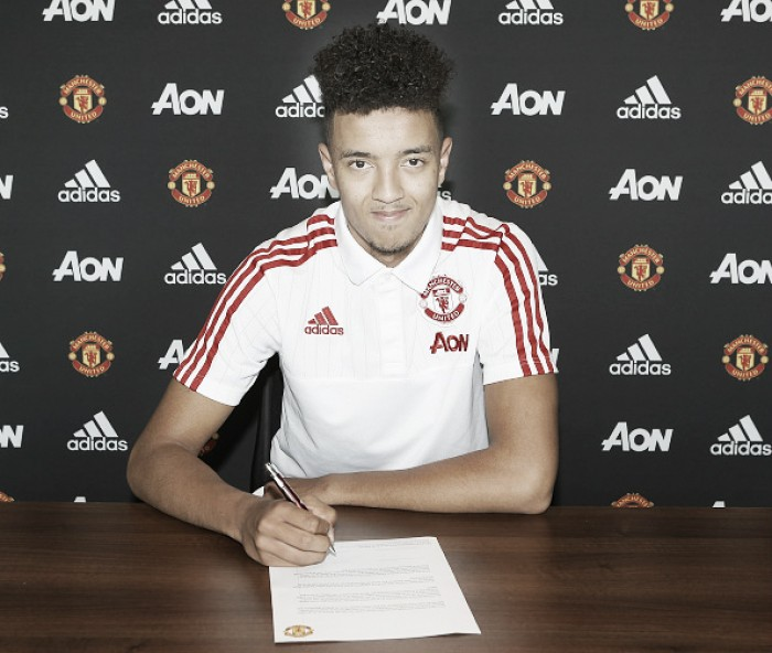 Official: Cameron Borthwick-Jackson signs long-term Manchester United contract