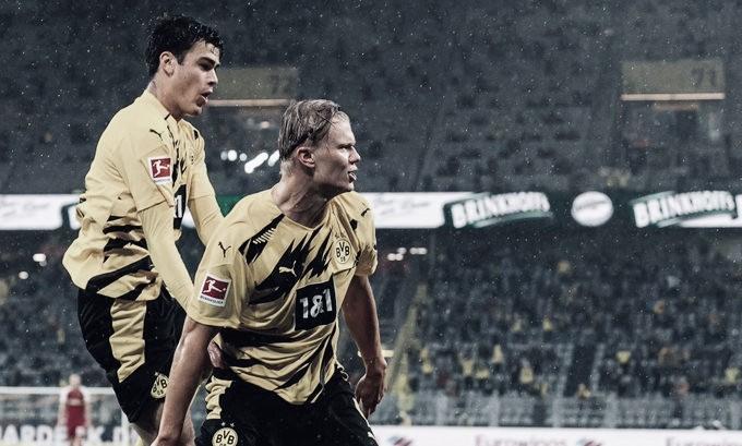 Haaland brilha, Borussia Dortmund goleia Freiburg e entra no G4 da Bundesliga