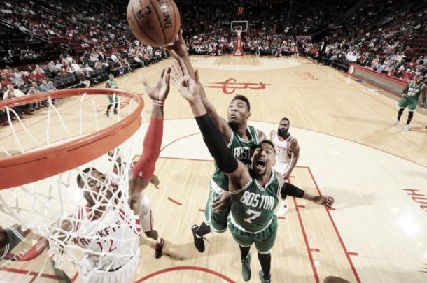 Nba, altro k.o. per i Rockets contro Boston. Bene Dallas