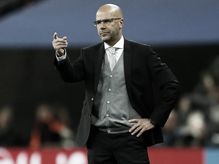 """Peter Bosz fica desapontado com a atuação do Dortmund: """"Os gols que concedemos foram fáceis"""""""