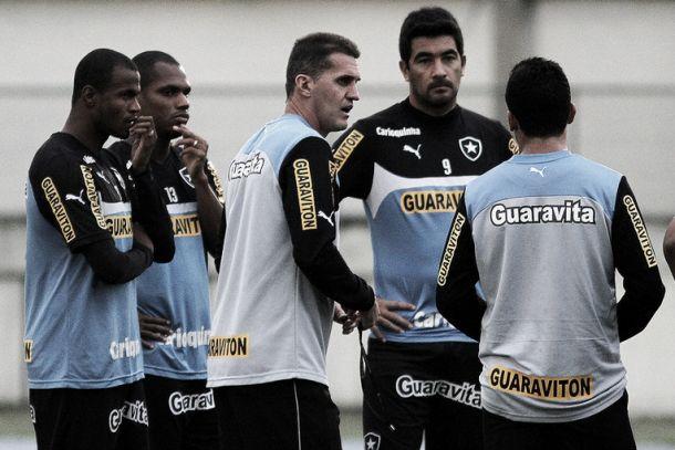 Após treino tático, Botafogo pode ter mudanças para o clássico contra o Fluminense