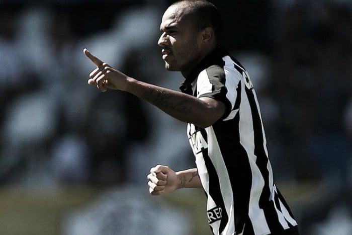 Botafogo bate Chapecoense em Santa Catarina
