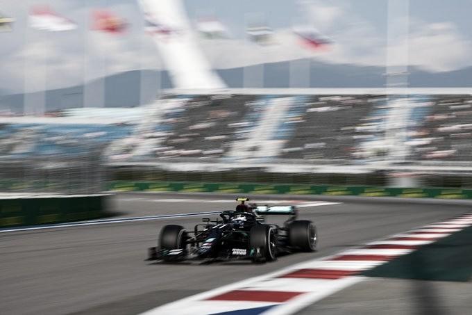 Bottas rodando en los FP2. Foto: F1