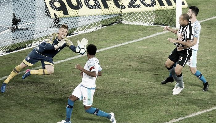 Com 'lei do ex' de Joel, Avaí suporta pressão do Botafogo e vence primeira fora de casa