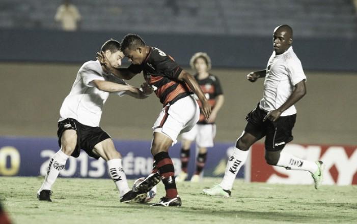 Bragantino recebe vice-líder Atlético-GO para tentar sair da zona de rebaixamento