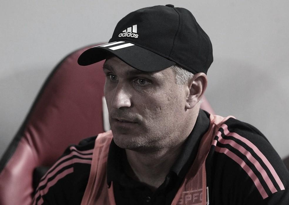 Auxiliar de Crespo admite que erros defensivos incomodam comissão técnica do São Paulo