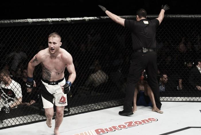 Em combate eletrizante Justin Gaethje estreia com nocaute sobre Michael Johnson no TUF 25 Finale