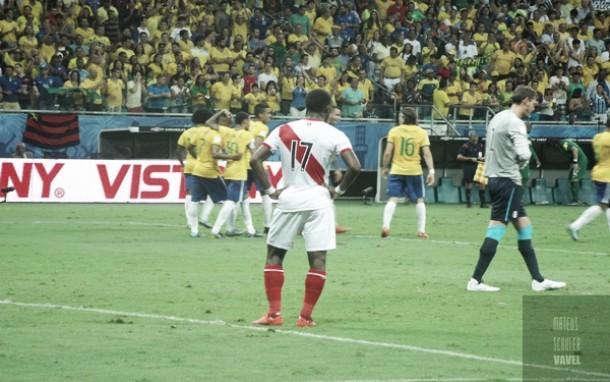 Brasil vence Peru com tranquilidade em Salvador e encerra 2015 com vitória