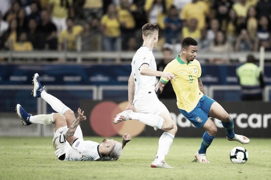 """Daniel Alves e Gabriel Jesus são """"os caras"""" de triunfo brasileiro diante da Argentina"""