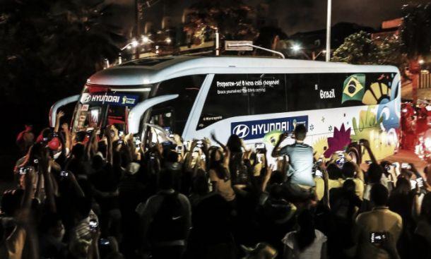 Brasil despista torcedores na chegada à Fortaleza para duelo contra a Colômbia