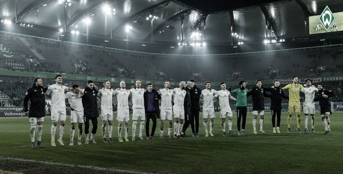 Em jogo emocionante, Werder Bremen bate Wolfsburg e sobe na tabela da Bundesliga
