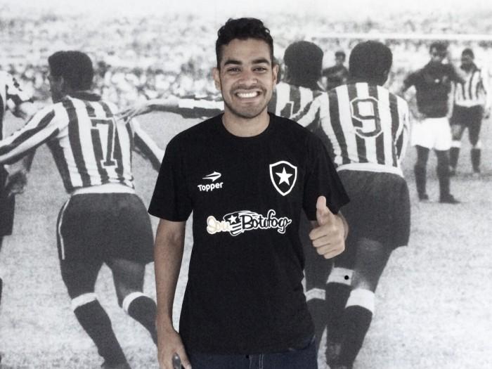 Botafogo anuncia Brenner, ex-Internacional, e jogador já treina no Alvinegro