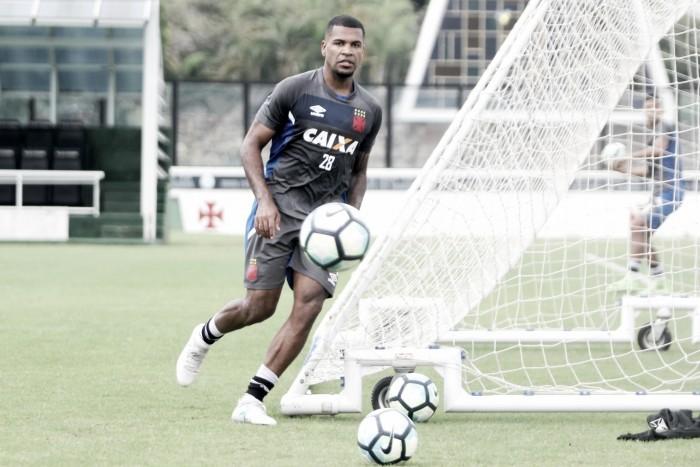 Zagueiro Breno sofre lesão e desfalca Vasco em clássico contra Flamengo