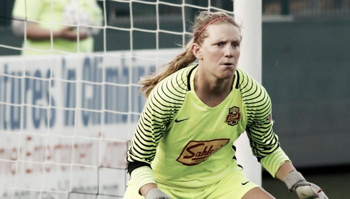Portland Thorns sign goalkeeper Britt Eckerstrom