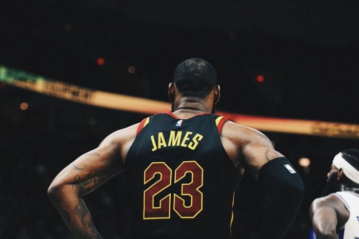 NBA - James è clutch: Cavs alla tredicesima vittoria consecutiva; New York Knicks in scioltezza