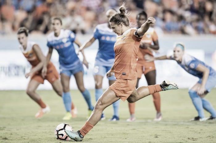 Houston Dash re-sign Amber Brooks