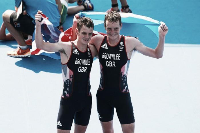 Rio 2016: Alistair Brownlee defends Olympic Triathlon title, with brother Jonathan claiming silver