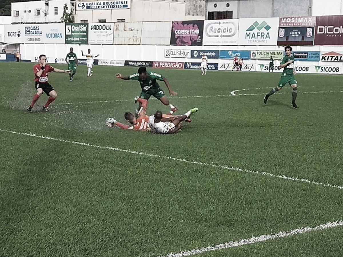 Chapecoense sai atrás no placar, mas busca empate contra Brusque fora de casa