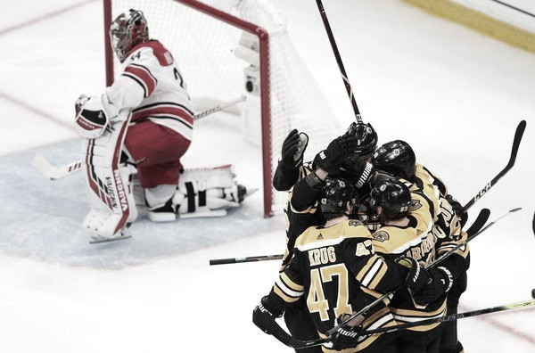 Los Bruins dan el primer paso hacia la final de la NHL