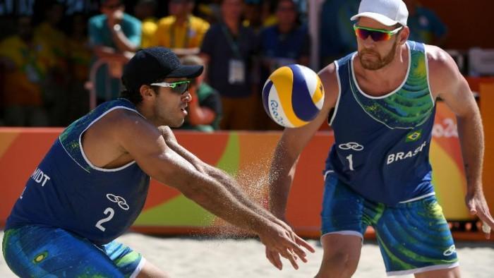 Bruno e Alison perdem para Áustria no vôlei de praia e Grupo A fica embolado