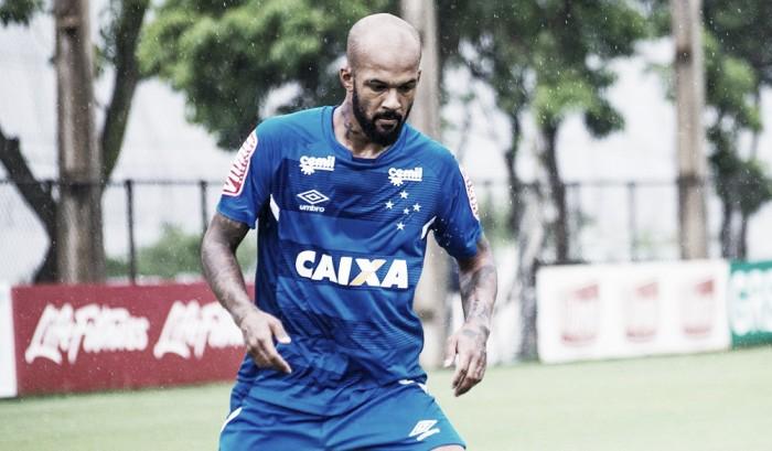 """Volante do Cruzeiro, Bruno Silva opina sobre árbitro de vídeo: """"Sou contra e fico feliz por não ter"""""""