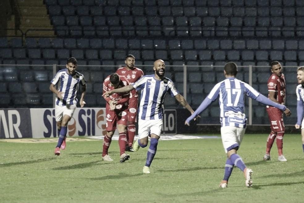 Em momento conturbado, Vila Nova desafia Avaí pela Série B
