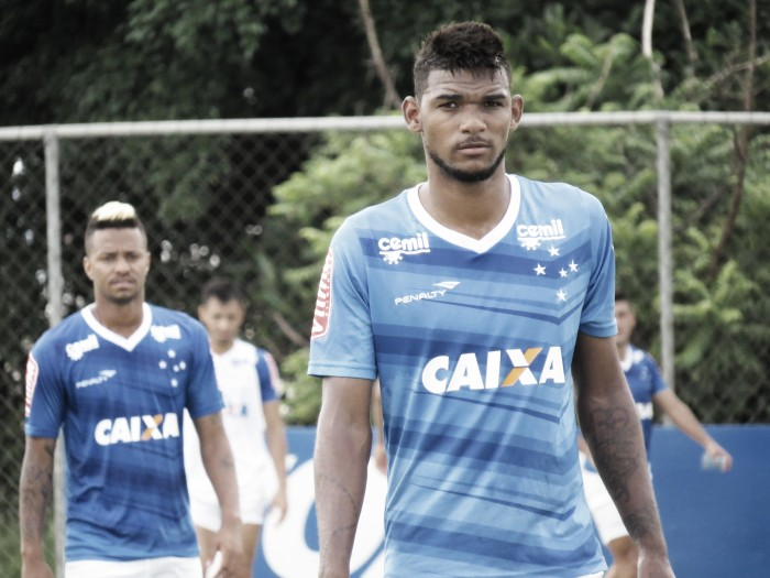 Cruzeiro confirma negociação com Olympiacos sobre venda do zagueiro Bruno Viana