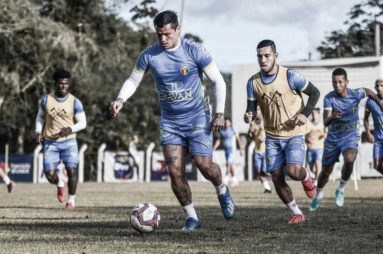 Embalado e visando G-4, Brusque recebe desesperado Cruzeiro pela Série B