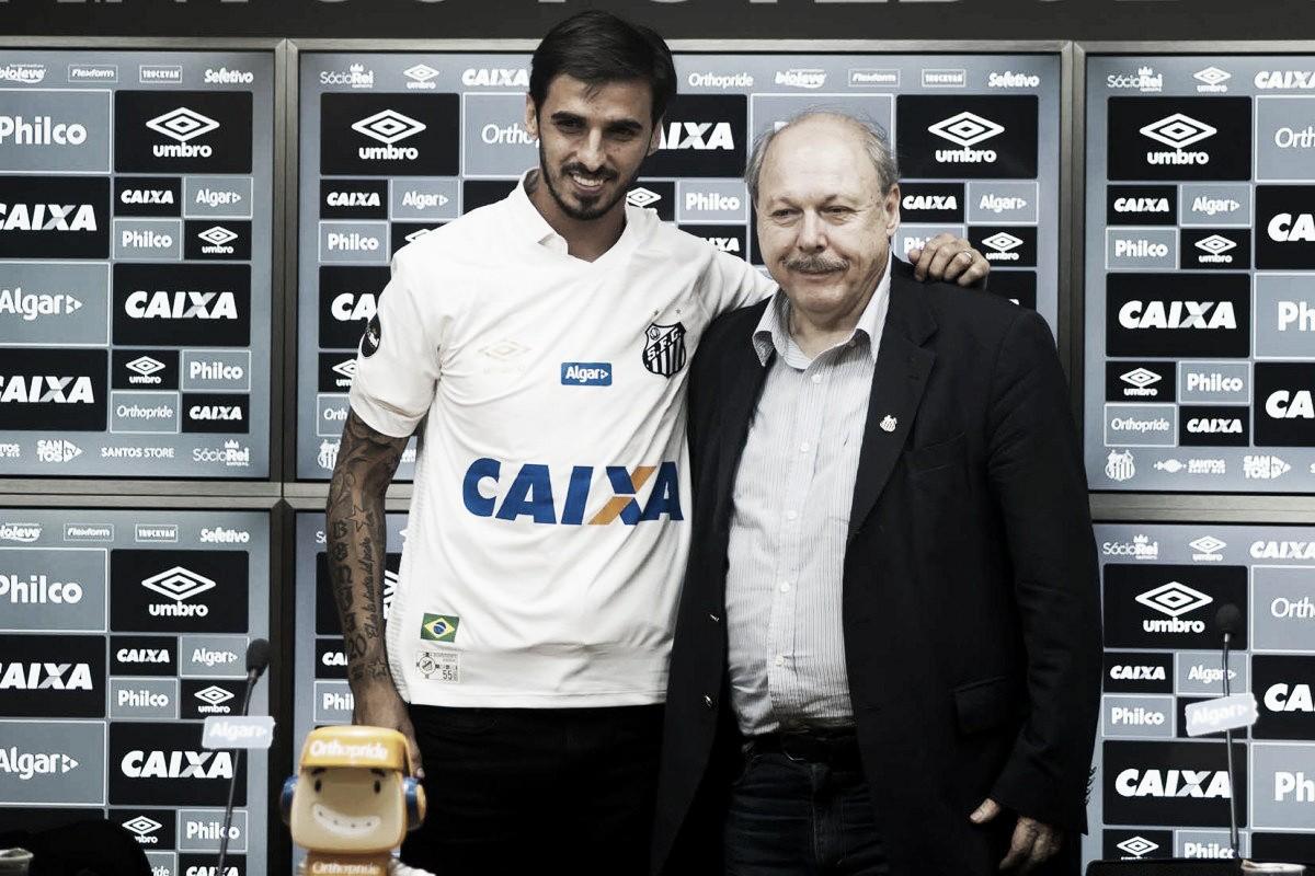 """Em coletiva de apresentação no Santos, Bryan Ruiz afirma: """"Sei a responsabilidade"""""""