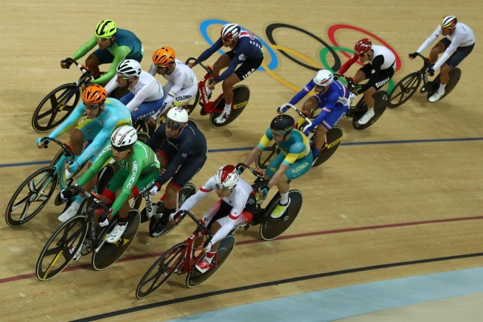 Italiano Elia Viviani é campeão olímpico no omnium