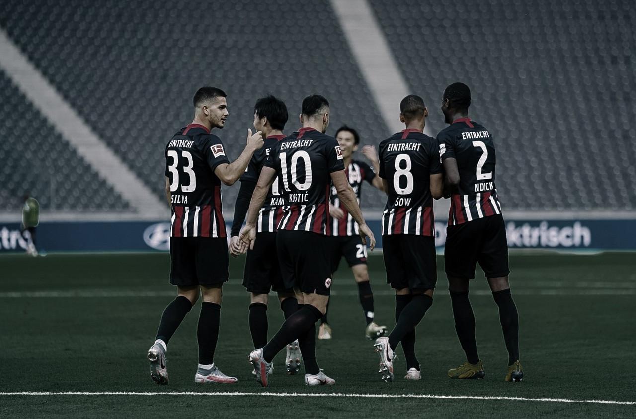 Após sair atrás, Frankfurt goleia com dois de André Silva e ultrapassa Hertha Berlin na tabela
