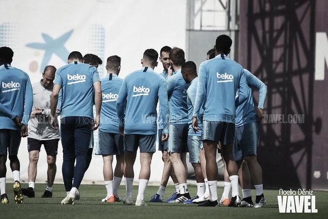 El Barça entrena con Coutinho y seis del filial
