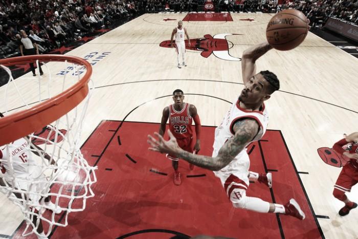 Rockets embistió a los Bulls