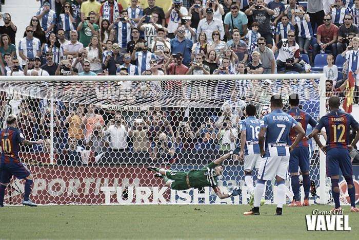 El Barcelona endosa la mayor goleada a Garitano