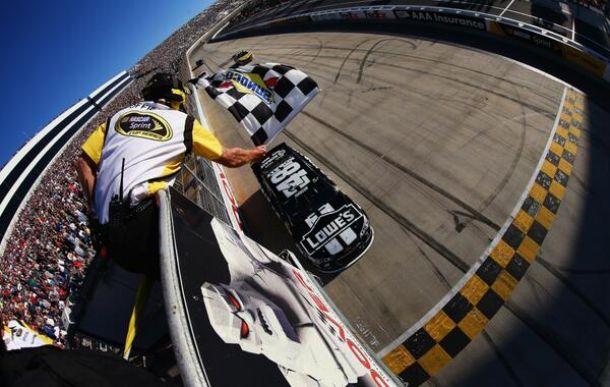 NASCAR - Dover : Monster Johnson !