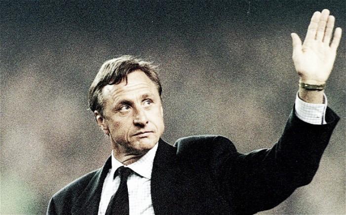 Cruyff homenageado por mais de 15 mil pessoas