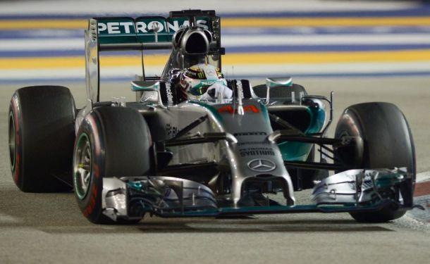 F1, Singapore: vittoria e leadership iridata per Lewis Hamilton, Red Bull sul podio