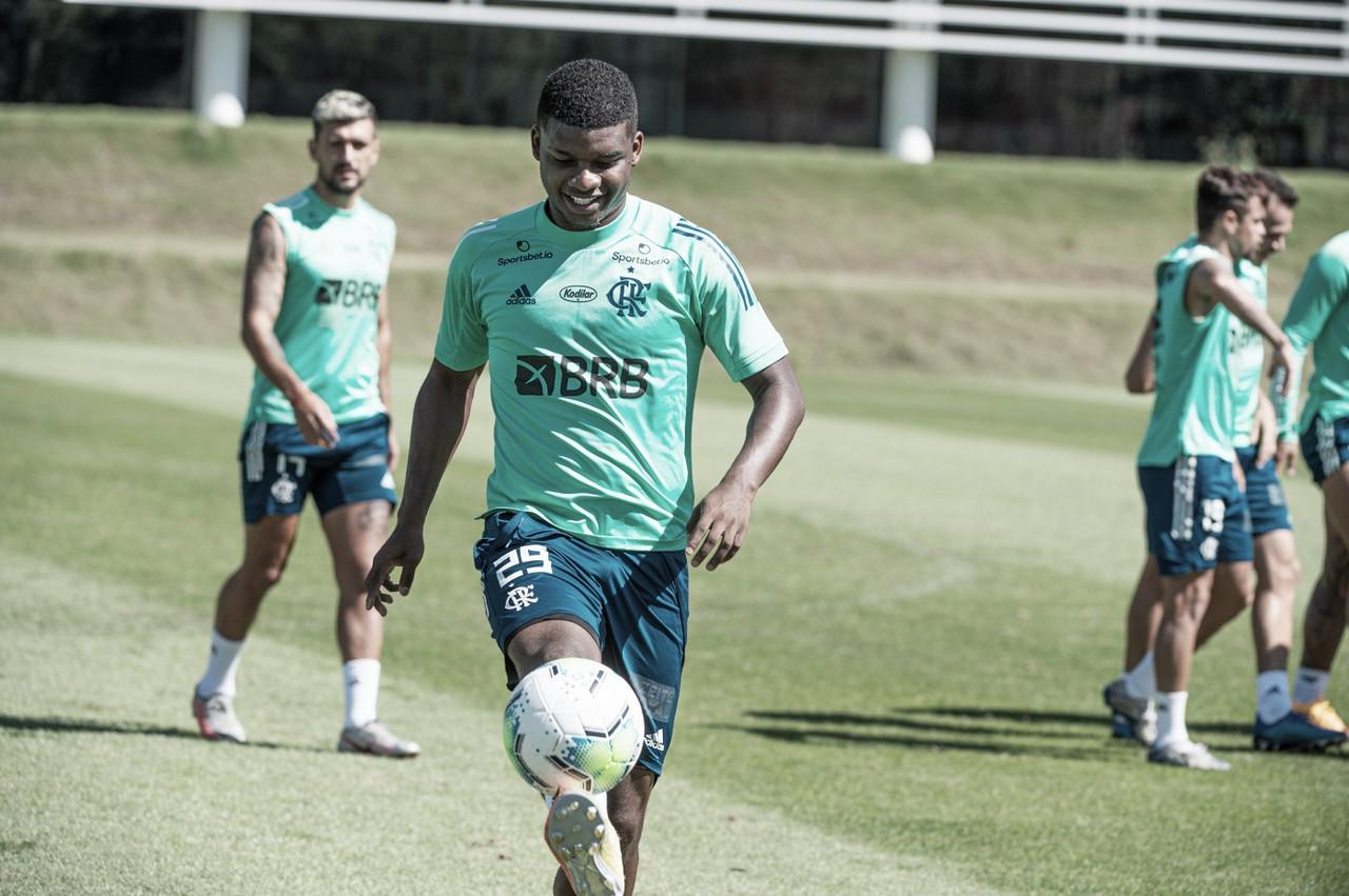 Mais um? Grupo City apresenta proposta por Lincoln, atacante do Flamengo
