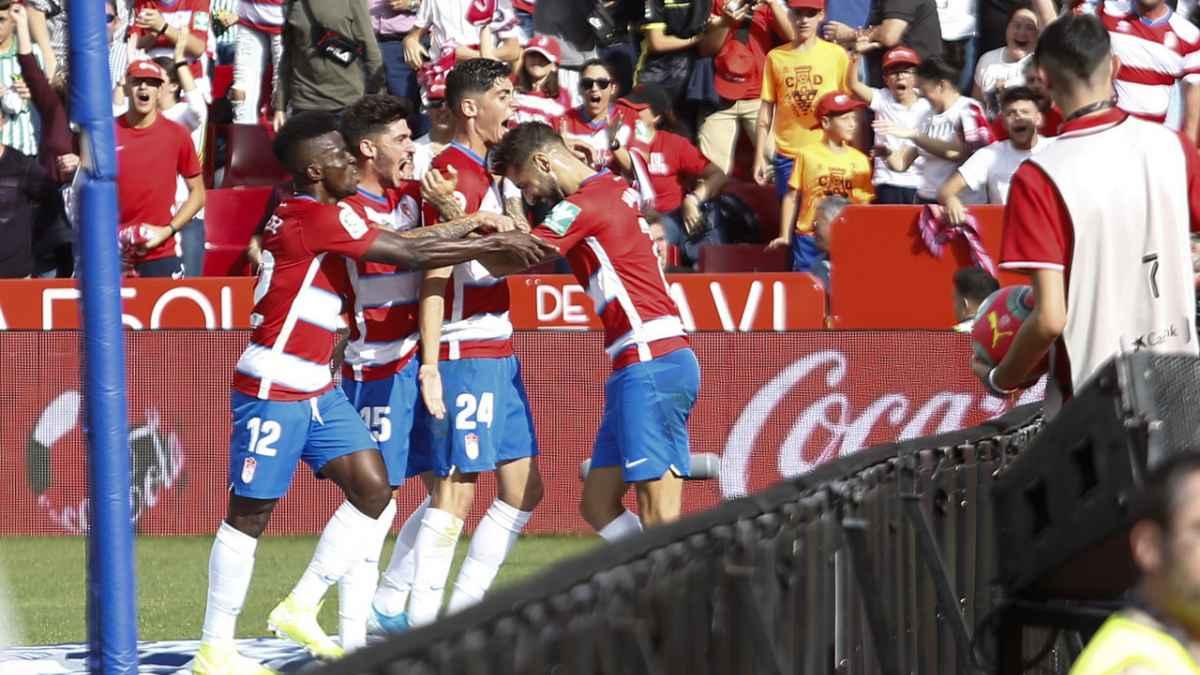 La historia sonríe al Granada CF en las visitas verdiblancas a Los Cármenes