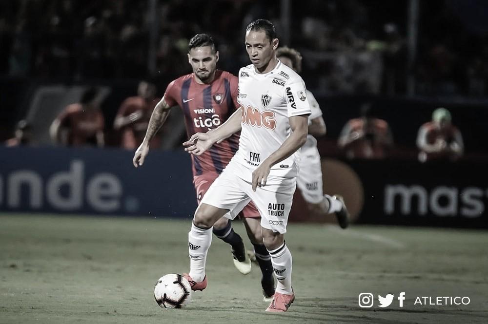 Atlético-MG sai na frente, mas sofre goleada do Cerro Porteño e se complica na Libertadores