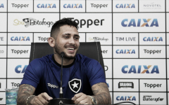 """Após bom ano no Ceará, Leandro Carvalho volta ao Botafogo: """"Quero mostrar meu futebol"""""""