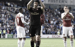 Petr Cech anuncia que irá se aposentar no fim da temporada
