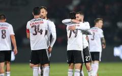 Benfica vence e reaproxima-se do FC Porto